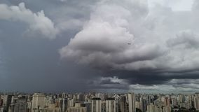 Η βροχή που φθάνει στο Σάο Πάολο, Βραζιλία στοκ εικόνες με δικαίωμα ελεύθερης χρήσης