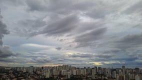 Η βροχή που φθάνει στο Σάο Πάολο, Βραζιλία στοκ εικόνα
