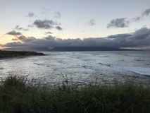 Η βόρεια ακτή πρήζεται με τα surfers στοκ εικόνες με δικαίωμα ελεύθερης χρήσης