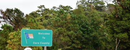Η βόρεια Καρολίνα ΗΠΑ τολμά εξωτερικό σημάδι τραπεζών νομών στοκ φωτογραφία