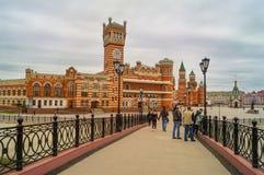 Η γέφυρα αναζοωγόνησης Yoshkar-Ola της πρωτεύουσας των Μάρι EL στη Ρωσία είναι η ομορφότερη θέση για το ταξίδι και περπατά στοκ εικόνα