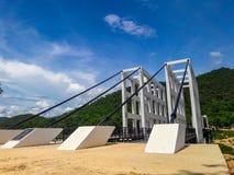 Η γέφυρα αναστολής αποτελείται από τον άσπρο χάλυβα στοκ εικόνες