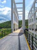 Η γέφυρα αναστολής αποτελείται από τον άσπρο χάλυβα στοκ φωτογραφίες με δικαίωμα ελεύθερης χρήσης