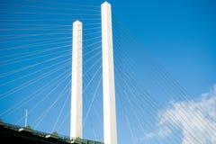 Η γέφυρα βασίλισσας Elizabeth II πέρα από τον ποταμό Τάμεσης στο Dartford στοκ φωτογραφία