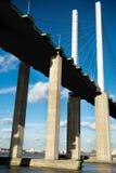 Η γέφυρα βασίλισσας Elizabeth II πέρα από τον ποταμό Τάμεσης στο Dartford στοκ εικόνα με δικαίωμα ελεύθερης χρήσης