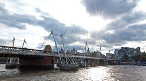 η γέφυρα γεφυρώνει το χρ&upsilon Στοκ φωτογραφίες με δικαίωμα ελεύθερης χρήσης