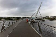η γέφυρα ειρήνης, Londonderry, Βόρεια Ιρλανδία Στοκ Φωτογραφία
