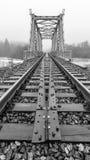 Η γέφυρα και οι ράγες στο άπειρο Στοκ Εικόνες