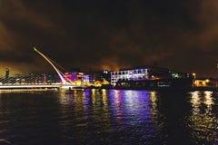 Η γέφυρα και το Δουβλίνο ` s του Samuel Beckett docklands στο λι ποταμών Στοκ Εικόνες