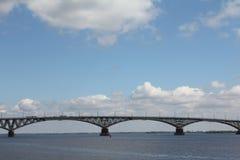 Η γέφυρα μέσω του Βόλγα Στοκ Φωτογραφίες
