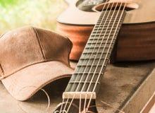 Η γέφυρα μιας ακουστικής κιθάρας με ένα ύφασμα ΚΑΠ Στοκ φωτογραφία με δικαίωμα ελεύθερης χρήσης