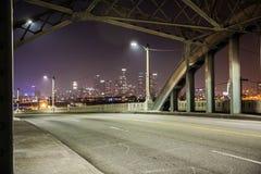 6η γέφυρα οδών τη νύχτα, Λος Άντζελες στοκ φωτογραφίες