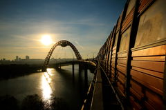 Η γέφυρα πέρα από τον ποταμό της Μόσχας στοκ φωτογραφία με δικαίωμα ελεύθερης χρήσης