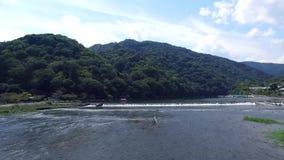 Η γέφυρα πέρα από τον ποταμό απόθεμα βίντεο