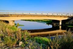 Η γέφυρα πέρα από τον ποταμό Aramilka Στοκ φωτογραφία με δικαίωμα ελεύθερης χρήσης