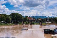 Η γέφυρα πέρα από τον ποταμό Kwai σε Kanchanaburi, Ταϊλάνδη Στοκ Φωτογραφία