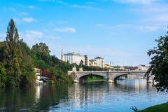 Η γέφυρα πέρα από το Po ποταμό στο Τορίνο Στοκ Εικόνες