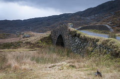 Η γέφυρα πέρα από Allt Coire Shubh, βορειοδυτικές σκωτσέζικες ορεινές περιοχές Στοκ Φωτογραφίες