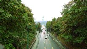 Η γέφυρα πυλών λιονταριών ή στενεύει αρχικά τη γέφυρα φιλμ μικρού μήκους