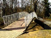 Η γέφυρα σταθμεύει την άνοιξη Στοκ Φωτογραφίες