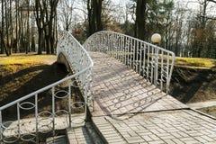 Η γέφυρα σταθμεύει την άνοιξη Στοκ Φωτογραφία