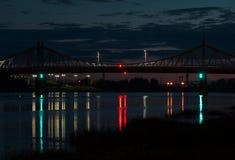 Η γέφυρα στη νύχτα Στοκ φωτογραφία με δικαίωμα ελεύθερης χρήσης