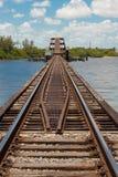 η γέφυρα σύρει το τρίποδο &sig Στοκ Φωτογραφία
