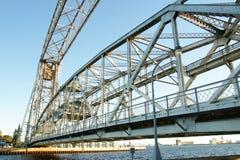 η γέφυρα σύρει το χάλυβα Στοκ Εικόνες