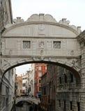 Η γέφυρα της Βενετίας Ιταλία των στεναγμών είναι ένα ιστορικό κτήριο Στοκ εικόνες με δικαίωμα ελεύθερης χρήσης