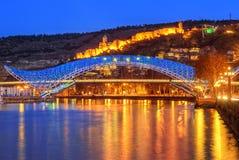 Η γέφυρα της ειρήνης και του φρουρίου Narikala, Tbilisi, Γεωργία στοκ φωτογραφίες με δικαίωμα ελεύθερης χρήσης