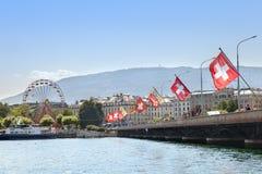 Η γέφυρα της Mont Blanc πέρα από τον ποταμό Ροδανού στη Γενεύη Στοκ Φωτογραφίες