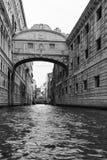 Η γέφυρα των στεναγμών στην καλλιτεχνική μετατροπή της Βενετίας Ιταλία στοκ φωτογραφίες με δικαίωμα ελεύθερης χρήσης