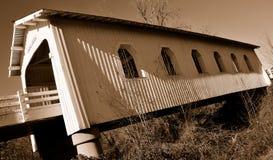 η γέφυρα 2 κάλυψε ιστορικό Στοκ Εικόνα
