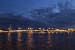 Η γέφυρα Blagoveshchensky (Annunciation) κατά τη διάρκεια των άσπρων νυχτών στη Αγία Πετρούπολη, Στοκ Φωτογραφίες