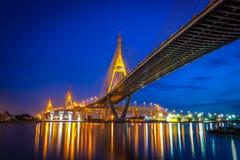 Η γέφυρα onnect Μπανγκόκ Bhumibol με Samut Prakan Στοκ Εικόνες