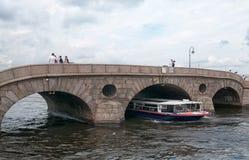 Η γέφυρα Pracheshny στον ποταμό Fontanka Αγία Πετρούπολη Ρωσία Στοκ εικόνα με δικαίωμα ελεύθερης χρήσης