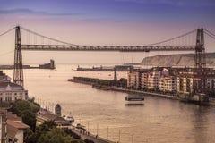 Η γέφυρα Puente de Vizcaya μεταφορέων αναστολής Bizkaia που διασχίζει τις εκβολές του ποταμού Nervion Στοκ Εικόνες