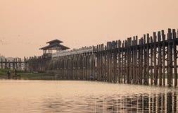 Η γέφυρα Ubein στην ανατολή στο Mandalay, το Μιανμάρ Στοκ Φωτογραφία
