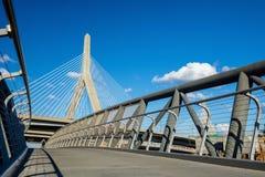 Η γέφυρα Zakim με τον ουρανό blus στη Βοστώνη Στοκ εικόνες με δικαίωμα ελεύθερης χρήσης