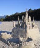η γίνοντη κάστρο άμμος παραλιών σμιλεύει τη μορφή στοκ εικόνα