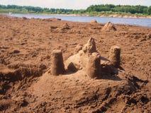 η γίνοντη κάστρο άμμος παραλιών σμιλεύει τη μορφή Στοκ Φωτογραφία