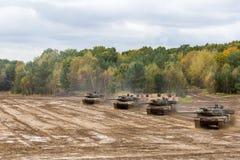 Η γερμανική κύρια μάχη τοποθετεί σε δεξαμενή τις κινήσεις στο πεδίο μάχη Στοκ Εικόνες