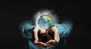 η γη δίνει τον πλανήτη μας Μικτά μέσα Στοκ Εικόνες