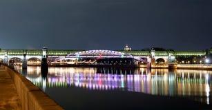 Η για τους πεζούς γέφυρα. Στοκ εικόνα με δικαίωμα ελεύθερης χρήσης