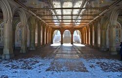 Η για τους πεζούς υπόγεια διάβαση στο πεζούλι Bethesda, πόλη της Νέας Υόρκης. Στοκ Εικόνες