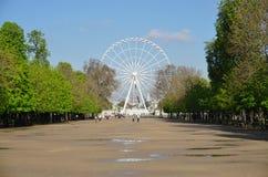 Η γιγαντιαία ρόδα Ferris (Grande Roue) στο Παρίσι στοκ φωτογραφία με δικαίωμα ελεύθερης χρήσης