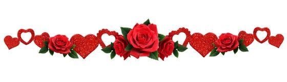 Η γιρλάντα με ακτινοβολεί καρδιές και κόκκινος αυξήθηκε λουλούδια Στοκ Εικόνα