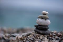 Η γιόγκα των ισορροπώντας πετρών Στοκ Φωτογραφίες