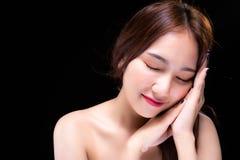 Η γοητεία της όμορφης γυναίκας θέλει σε κάποιο τόσο καλό ύπνο ο στοκ εικόνα