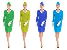 Η γοητευτική αεροσυνοδός έντυσε σε ομοιόμορφο με τις παραλλαγές χρώματος. στοκ εικόνες
